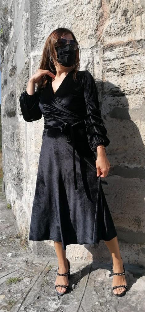 Kolu Büzgülü V Yaka Kadife Elbise - Siyah