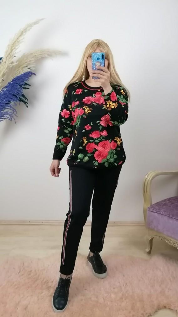 Çiçek Desenli Taş İşlemeli Takım - Siyah